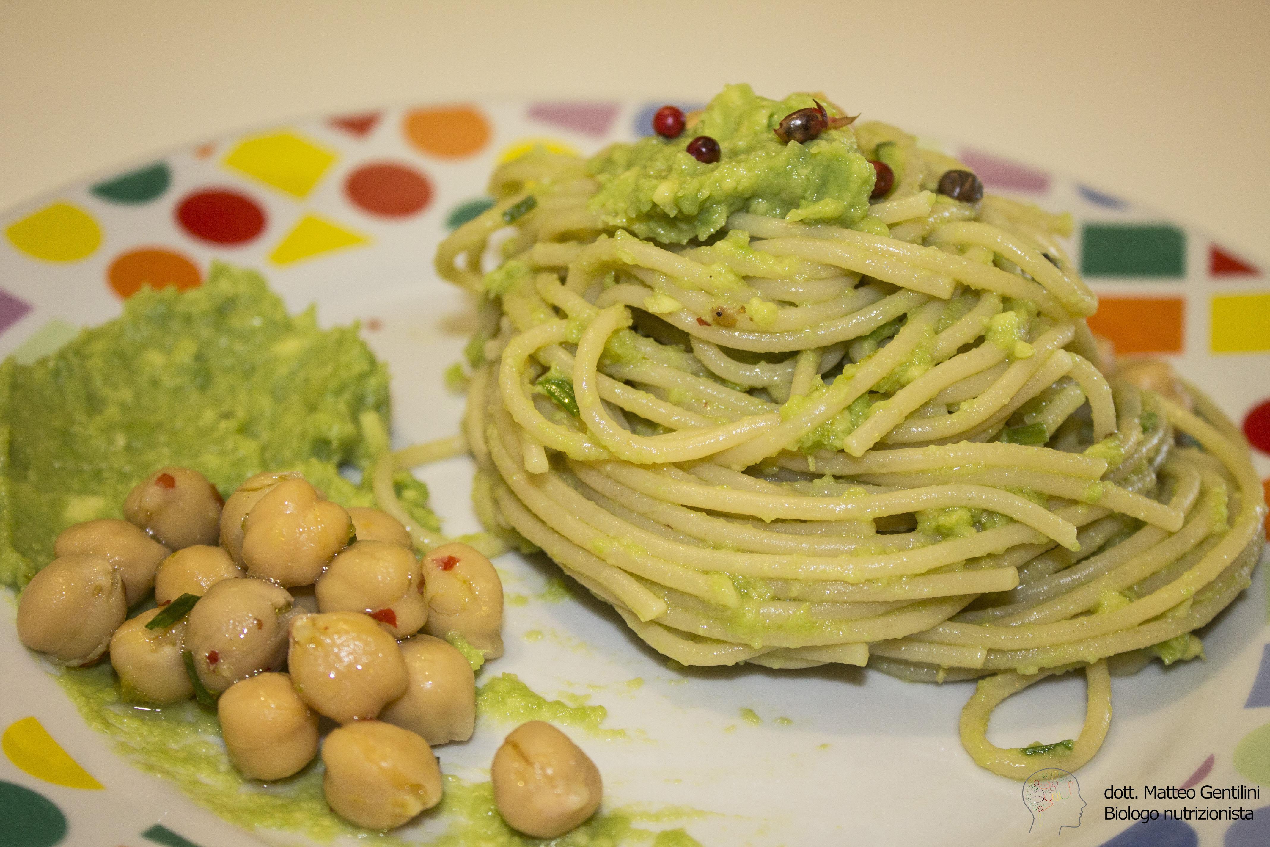 Spaghetti integrali crema di avocado e ceci